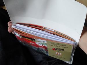 Die wichtigsten Reiseunterlagen: Hotel-Voucher, Mietwagen-Voucher, wichtige Kopien, ESTA-Bestätigung, Flugtickets, SIM-Katen, etc.