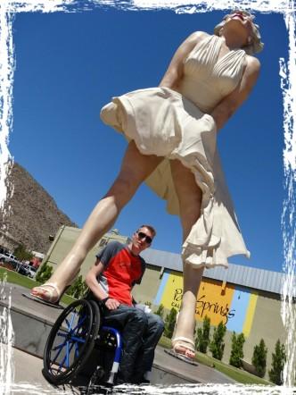 Euch vielen Dank für die Unterstützung von meinem Projekt! Diese übergroße Marilyn Monroe Statue steht nur über den Sommer in Palm Springs. Danach wird sie nach Tokyo verschifft und dort einige Zeit stehen. Imposant, oder?