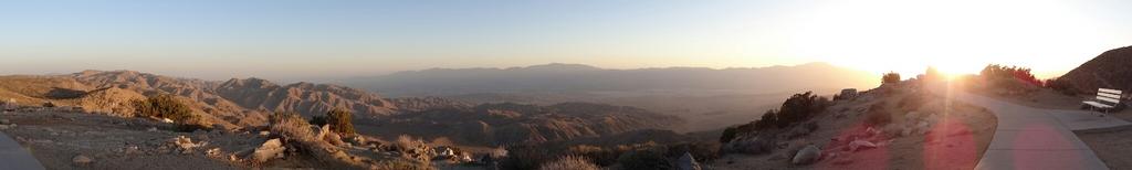 Sonnenuntergang mit Blick ins Tal - windig, aber wunderschön