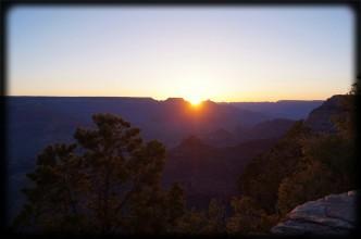 Hallo Nadine Friebe, auch Dir vielen dank für Deine Unterstützung von freeonwheels! Du warst auch jemand, der mehrmals auf sozialen Netzwerken auf das Projekt aufmerksam gemacht hat - das schätze ich wirklich! Und deshalb bekommst du das geniale Bild vom Sonnenaufgang am Grand Canyon - zugegeben, Holger hat es fotografiert...