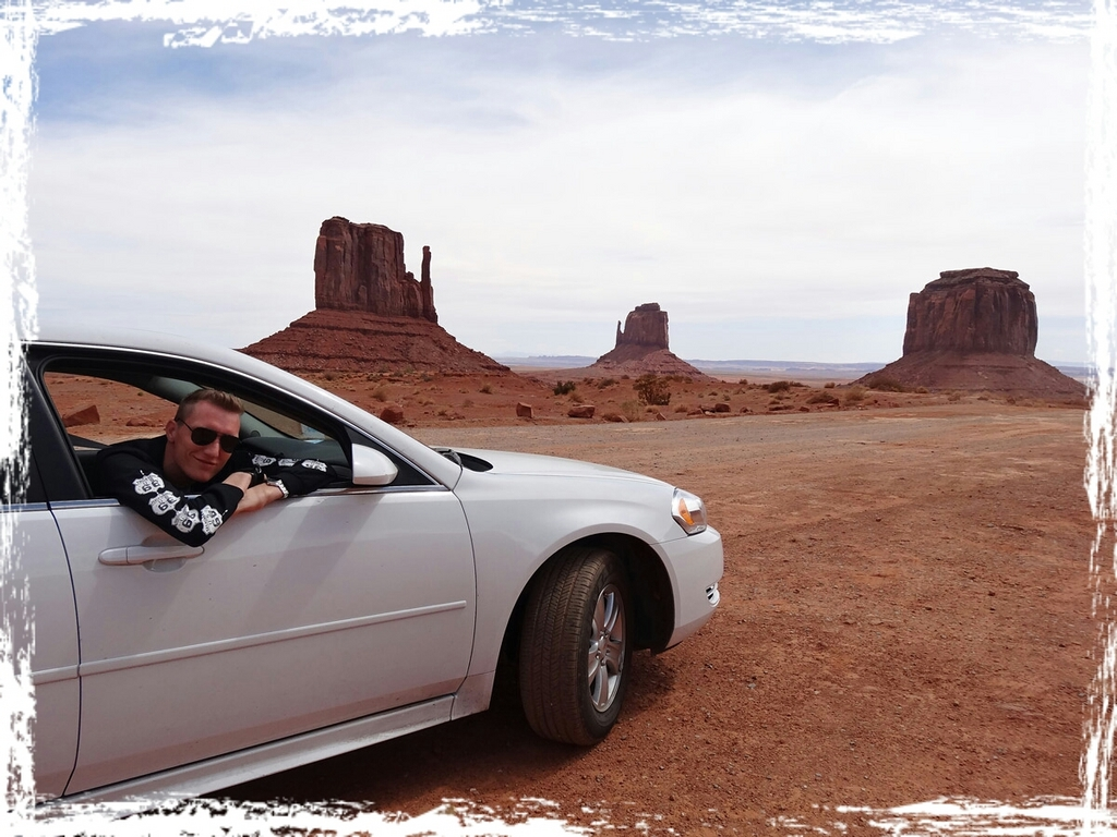 Susanne Ruch, auch Dir vielen Dank für die Unterstützung bei startnext. Auch wege Dir ist dieser Blog hier entstanden... Das Monument Valley mit seinen krassen Steingebilden erinnert wirklich an uralte Western. Da man echt oft sehr nahe mit dem Auto ranfahren kann, hab ich mir bei dieser Etappe das Aussteigen erspart - ganz der American-Style...